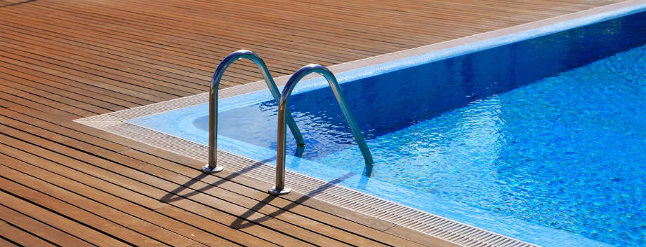 Elegir la escalera para piscina for Escaleras para piscinas desmontables carrefour