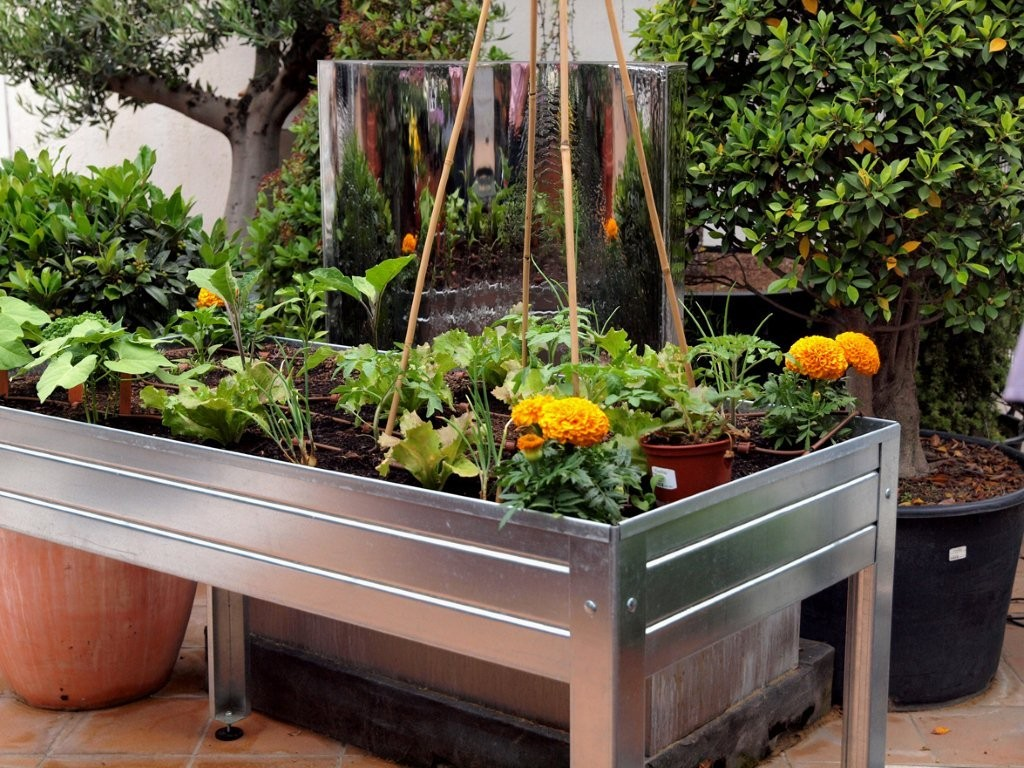 Huerto urbano como empezar - Drenaje mesa de cultivo ...