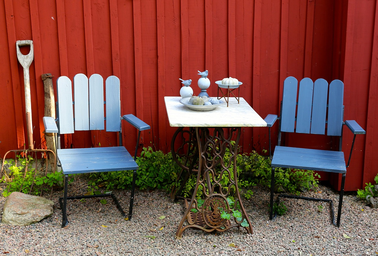 C mo pintar muebles de madera de jard n aprende mejora for Muebles de madera para jardin